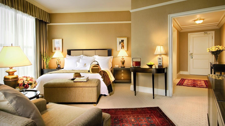 hotel-luxe-ritz-carlton-suite.jpg